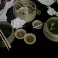 Photo prise au Bamboo Dimsum & Mie Tarik par Yelsi Y. le12/1/2012