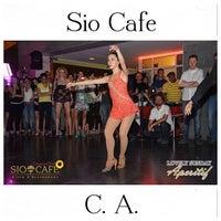 Foto scattata a Sio Cafe da FotoLive S. il 7/24/2013