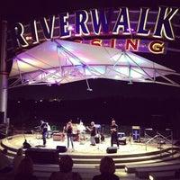 Foto tomada en RiverWalk Crossing por Brian B. el 9/23/2012