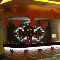 รูปภาพถ่ายที่ Viva Casino โดย Ozan T. เมื่อ 2/13/2013