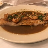 3/14/2017 tarihinde Robert L.ziyaretçi tarafından Pascal's Manale Restaurant'de çekilen fotoğraf