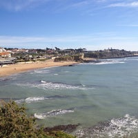 Foto tirada no(a) Praia de São Pedro do Estoril por Alexandre C. em 2/3/2013