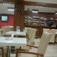 Foto tirada no(a) Tarçın Cafe & Restaurant por Serhat A. em 12/10/2012