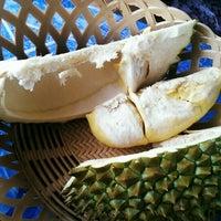 Photo taken at สวนปาหนัน (อร่อยทุกไร่ ชิมไปทุกสวน) โดย ททท. by R-nanG* J. on 6/14/2014