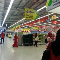 Photo taken at Giant Hypermarket by Nizar Iskandar b. on 1/31/2014