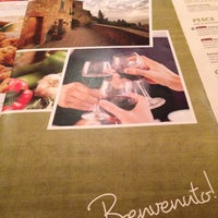 Photo taken at Olive Garden by Stephen T. on 5/1/2014