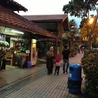 Photo taken at R&R Bukit Gantang - Northbound by ♠Aizul♠ on 1/26/2013