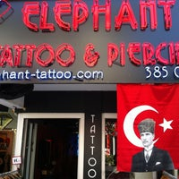 5/19/2013에 Levent C.님이 Elephant Tattoo & Piercing에서 찍은 사진
