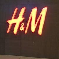 Photo taken at H&M Aoyuan Plaza by Lenoj A. on 4/7/2013