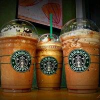 Das Foto wurde bei Starbucks von  Emre  am 12/22/2012 aufgenommen