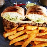 Das Foto wurde bei Toasteria Cafe von Lucy C. am 10/14/2012 aufgenommen