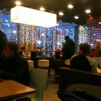 Снимок сделан в Макдоналдс пользователем Алина Г. 12/17/2012