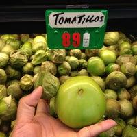 2/9/2013にJian S.がSanta Cruz Marketで撮った写真