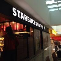 Foto tirada no(a) Starbucks por Eraldo M. em 11/17/2013