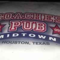 Foto tomada en Coaches Pub por Marcus el 6/26/2013
