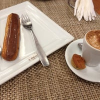 Photo taken at Figaro Café by Viviane F. on 10/20/2012