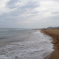 Photo taken at Παραλία Μπισκινόκαμπου by Afentra K. on 8/13/2015