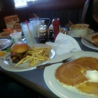 Photo taken at Perkins by Ky'Mzdivamyego W. on 9/26/2013