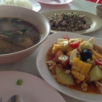 Photo taken at ร้านส้มตำหูกวาง by Batbatz N. on 3/23/2014