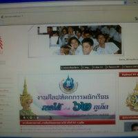 Photo taken at หมวดคอมพิวเตอร์  Benjamarachutit  by Tanisorn J. on 11/20/2012