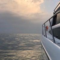8/13/2017 tarihinde Julia V.ziyaretçi tarafından Яхт-клуб «Посейдон»'de çekilen fotoğraf