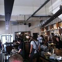 Das Foto wurde bei Chye Seng Huat Hardware Coffee Bar von Siang am 10/24/2012 aufgenommen