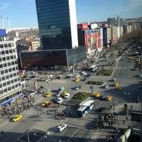 รูปภาพถ่ายที่ Kızılay Meydanı โดย Kemal K. เมื่อ 3/4/2013