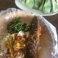 Photo taken at Kedai Kak Ju Nasi Dagang by Hanie J. on 8/2/2017