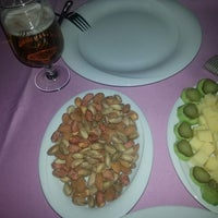 Photo taken at Mavi Beyaz Restaurant Cafe Bar by Murat B. on 4/15/2014