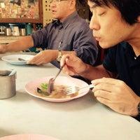 Photo taken at ราดหน้าโบราณ by Sunthorn H. on 1/14/2015