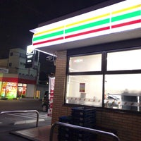 Photo taken at 7-Eleven by qye00705(しげさん) on 3/27/2018