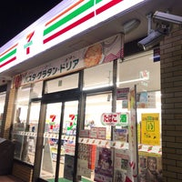 Photo taken at 7-Eleven by qye00705(しげさん) on 10/1/2017