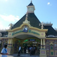 Photo taken at Enchanted Kingdom by Lauritzen R. on 2/8/2013
