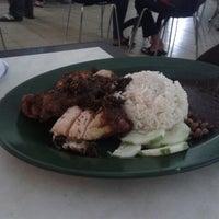 Photo taken at Sri Teja Food Court (Medan Selera) by Muhammad Faiz N. on 4/4/2013