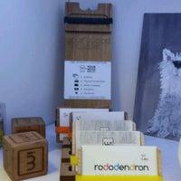 Foto tomada en Rododendron Art & Design Shop por Radek el 4/15/2017