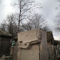 Photo taken at Tombe d'Oscar Wilde by Death ☠. on 12/10/2012