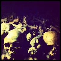 Foto tirada no(a) Catacombes de Paris por Death ☠. em 11/4/2012