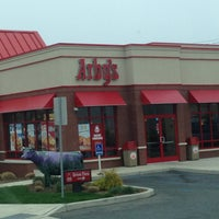 Photo taken at Arby's by 💀💀John D. on 4/19/2013