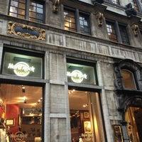Foto scattata a Hard Rock Cafe Brussels da Kim R. il 12/23/2012