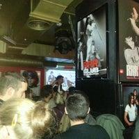 Foto tomada en Rock&Roll Radio Club por Laura A. el 11/18/2012