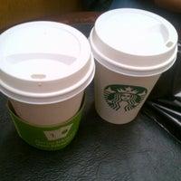 4/23/2013 tarihinde Ozge O.ziyaretçi tarafından Starbucks'de çekilen fotoğraf