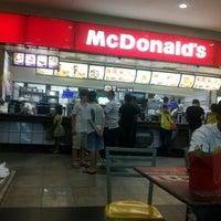 Foto tirada no(a) McDonald's por Mauro A. em 1/14/2013