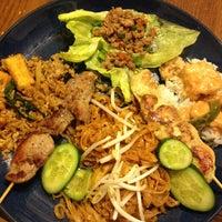 Foto scattata a J&T Thai Street Food da Veronica L. il 3/23/2013