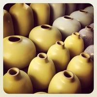 1/18/2013 tarihinde Bretziyaretçi tarafından Heath Ceramics'de çekilen fotoğraf