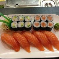 Das Foto wurde bei hello sushi von Pham P. am 10/3/2013 aufgenommen