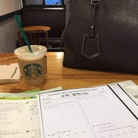 Photo taken at Starbucks by Hyunseung Y. on 8/19/2017