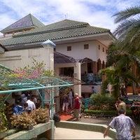 Photo taken at Masjid Al-Istiqna by Hendri Z. on 4/12/2013