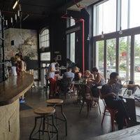 7/13/2013 tarihinde Cynthia D.ziyaretçi tarafından COFFEED'de çekilen fotoğraf
