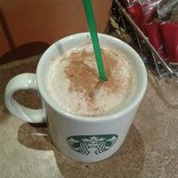 Foto tomada en Starbucks por Daniela L. el 7/29/2013