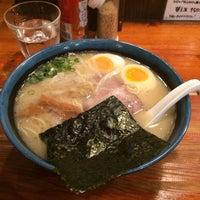 Photo taken at 久留米らーめん 鐵釜 六本木ヒルズ店 by Atsushi M. on 11/22/2013